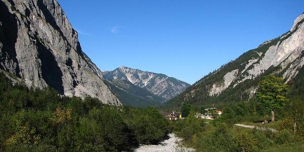 Der Falzthurnbach im Karwendel kurz vor der Gramaialm (1263m)