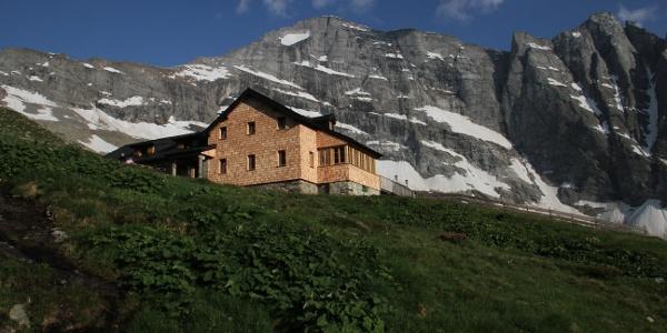 Geraer Hütte mit Schrammacher