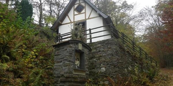 Bergkapelle Bremm am Aufsteig zum Calmont Gipfelkreuz