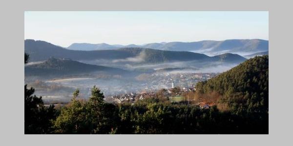 Aussichtpunkt am Löffelsberg mit Blick auf Busenberg