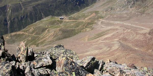 Die Oberetteshütte liegt im alpinen Gelände