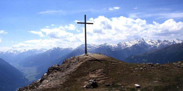 Aussichtsreich und unschwierig zu erreichen - der Gipfel