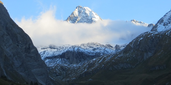 Großglockner vom Lucknerhaus im ersten Morgenlicht und erstem Schnee im September