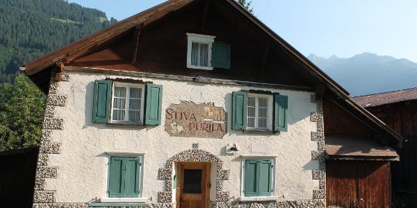 Casa purila in Cavardiras