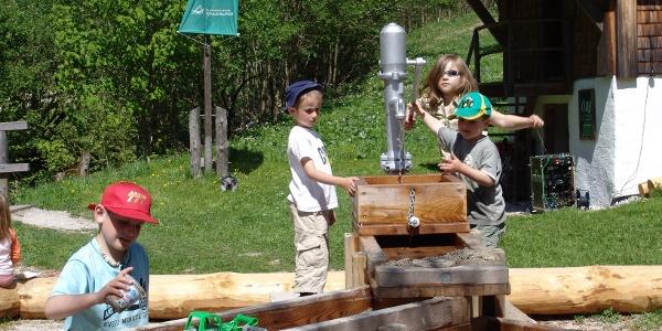 Wasserspielstation, ein Magnet für Kinder